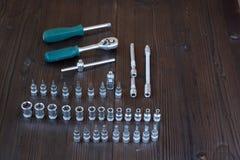Sätze der verschiedenen Werkzeuge für die Ausführung von zahlreichen Arbeiten stockbild