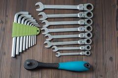 Sätze der verschiedenen Werkzeuge für die Ausführung von zahlreichen Arbeiten lizenzfreies stockfoto