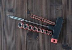 Sätze der verschiedenen Werkzeuge für die Ausführung von zahlreichen Arbeiten stockfoto