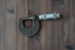 Sätze der verschiedenen Werkzeuge für die Ausführung von zahlreichen Arbeiten lizenzfreie stockfotos