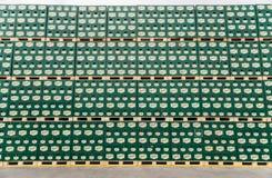 Sätze des abgefüllten Bieres in einem Speicherlos im Freien Lizenzfreie Stockfotografie