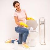 Säubern der Toilette Lizenzfreies Stockbild