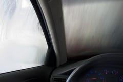Säubern des Autos Stockbild