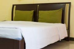 Säubern Sie Bett Stockbilder
