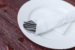 Säubern Sie den Teller, der zum Gebrauch bereit ist lizenzfreie stockfotos