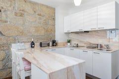 Säubern Sie frische und helle Küche Stockfotografie