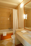 Säubern Sie modernes Badezimmer Lizenzfreies Stockbild