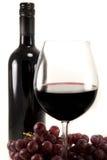 Säubern Sie Schuß des Rotweins und der Trauben stockbilder