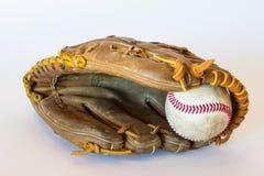 Säubern Sie Schuss des Baseballs in einem Handschuh Stockfotos