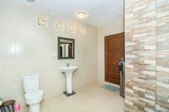 Säubern Sie Toilette Stockfotografie