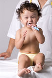 Säubern Sie Zähne. Lizenzfreie Stockfotos