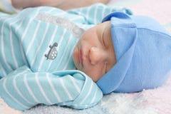 Säuglingsschlafen lizenzfreies stockbild