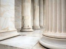 Säulen eines Gebäudes in Athen Griechenland Stockfoto