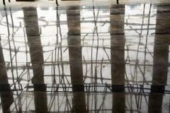 Säulen und Baugerüste Lizenzfreies Stockbild