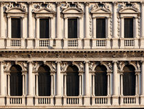 Säulengänge des Marktplatzes di San Marco, Venezia Stockfoto