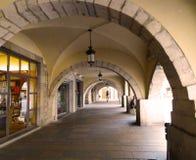 Säulengänge des Rathauses, Girona Stockfoto