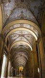 Säulengänge im Bologna, Italien Stockbild