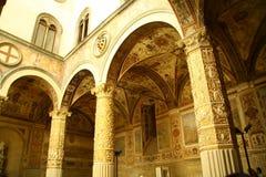 Säulengänge im Firenze-Museum stockbild