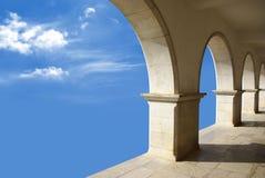 Säulengänge im Himmel Stockfotos