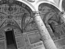 Säulengänge und Freskos von palazzo vecchio in Florenz Stockbild