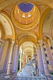 Säulengänge von Mirogoj-Kirchhof in Zagreb Stockbilder
