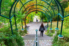 Säulengang bei Parc de Belleville in Paris, Frankreich Stockfotos
