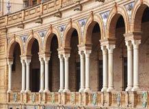 Säulengang bei Plaza de Espana, Sevilla, Spanien lizenzfreie stockfotografie