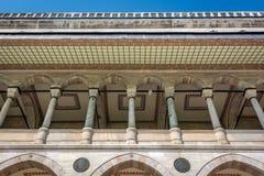 Säulengang der Suleymaniye-Moschee in Istanbul, die Türkei Stockfotos