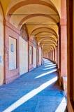 Säulengang San-Luca im Bologna, Italien Stockbild