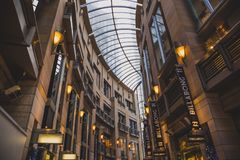 Säulengang in Sydney CBD weg von Pitt Street Lizenzfreies Stockfoto