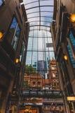 Säulengang in Sydney CBD weg von Pitt Street Stockbild