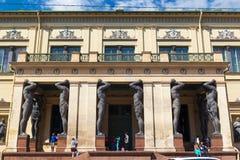 Säulenhalle der neuen Einsiedlerei in St Petersburg stockfotografie