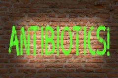 Słowa writing teksta antybiotyki Biznesowy pojęcie dla Antibacterial leka odkażalnika Aseptycznej Sterylizacyjnej Sanitarnej cegł fotografia stock