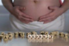 Słowo anomalia komponująca drewniani listy fotografia stock