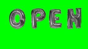 Słowo otwarty od helu srebra balonu listów unosi się na zieleń ekranie - zdjęcie wideo