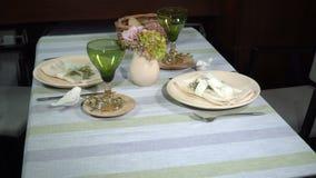 Słuzyć świąteczny stół w restauracji zbiory