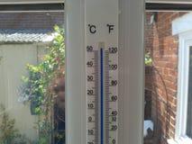Så varm termometer arkivbilder