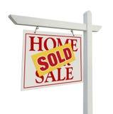 sålde det home verkliga försäljningstecknet för godset white arkivfoto