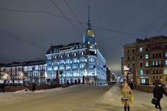 Sångarehuset på den Moika invallningen på natten i vintern Royaltyfria Foton