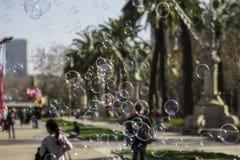 Såpbubblor stänger sig upp royaltyfria foton