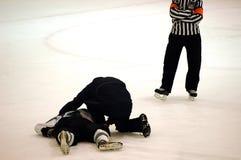 sårad spelare för hockey Arkivfoton