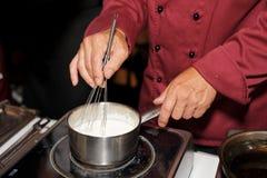 Sås för kockmatlagningkräm Royaltyfri Bild
