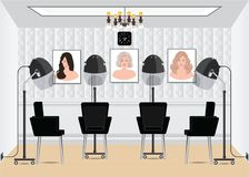 Sèche-cheveux de capot dans le salon de beauté avec la coiffure d'affiche dans le salon Photo stock