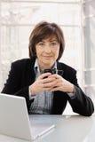 séance aînée de bureau de femme d'affaires Images libres de droits