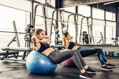 Séance d'entraînement de filles de forme physique photos stock