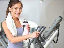 Séance d'entraînement de forme physique de femme de gymnase Image stock