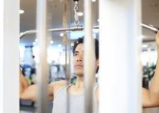 Séance d'entraînement de gymnase d'homme Photo libre de droits