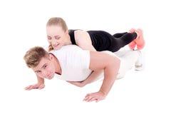Séance d'entraînement et concept d'amour - jeune homme musculaire faisant l'esprit de pousées Images libres de droits