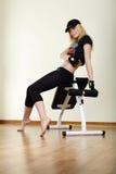 séance de machine de fille de forme physique Photos stock