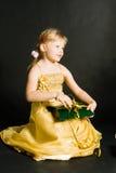 Séance de petite fille et P.R. de fixation Images stock